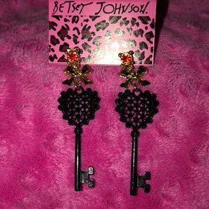 """New Betsy Johnson Black Glitz keys 3"""". Gold red"""